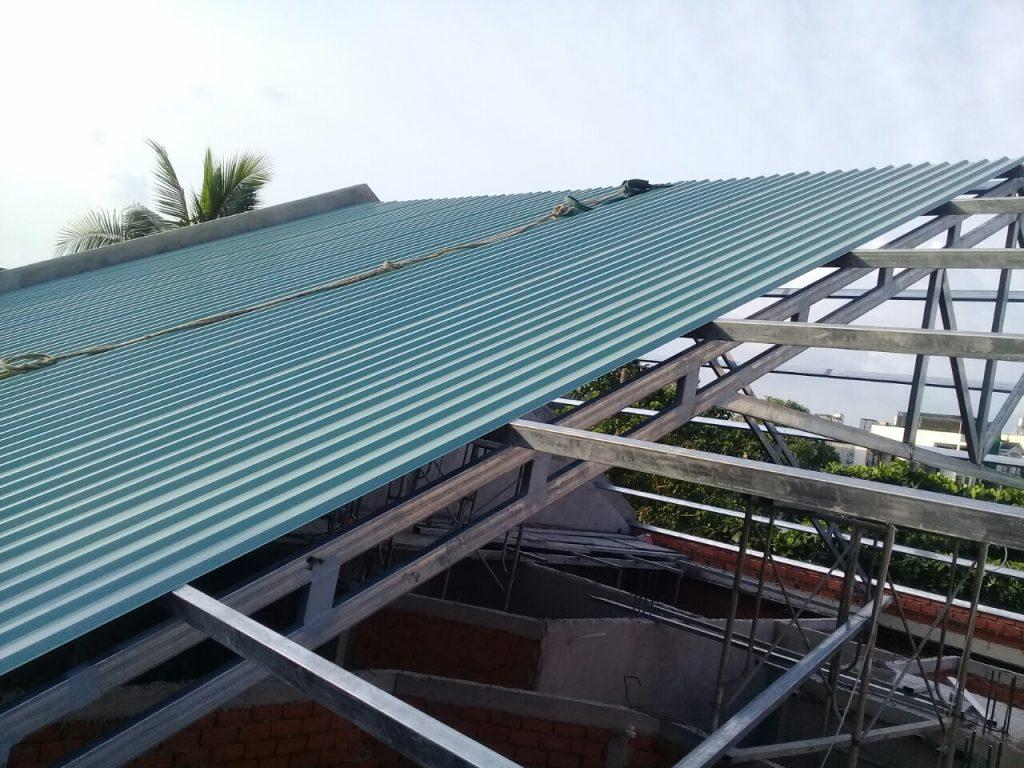 thợ thi công làm mái tôn ở tại quận 7- Mái Nhà Đẹp - 0368115251